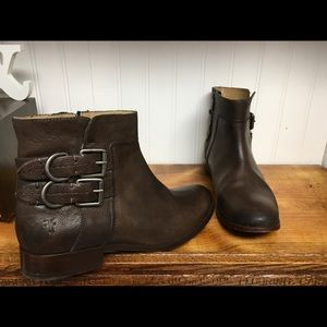 Frye Mollie D-ring short boot in brown size 8